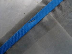 Крепление пленки в парнике пластиковой лентой