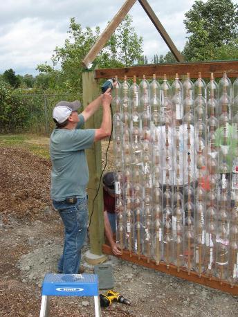 Сделать теплицу своими руками из пластиковых бутылок