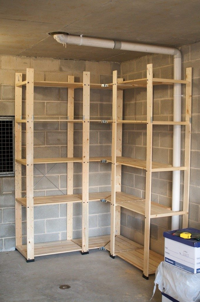 Простейшая угловая конструкция из деревянных брусков