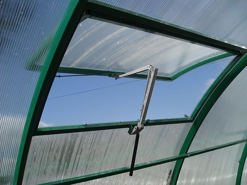 Металлические пластины хорошо расширяются при высокой температуре.