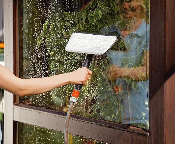 Мытье стекла теплицы