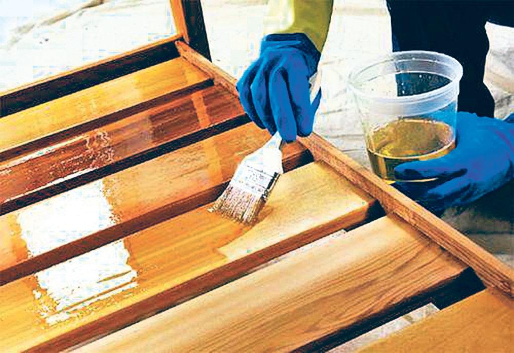 Деревянные детали стеллажа необходимо обработать, во избежание его разрушения