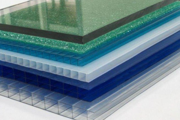 Для остекления теплиц существует несколько разновидностей материалов.