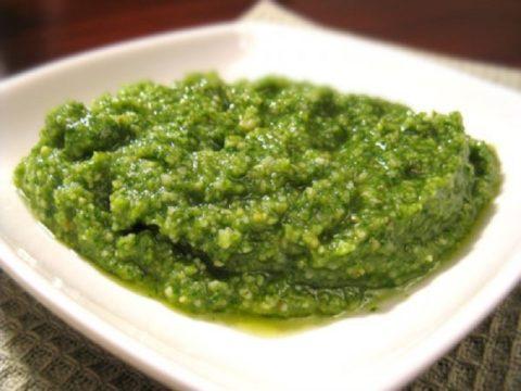 Соус Песто из базилика, сыра и оливкового масла