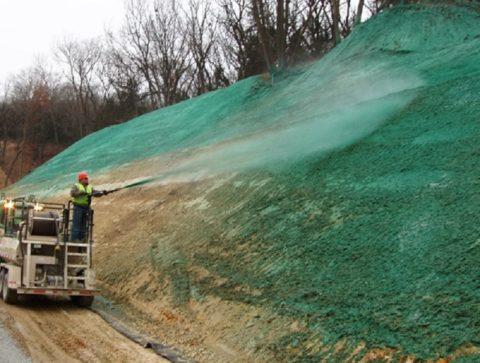 Нанесение газонной смеси